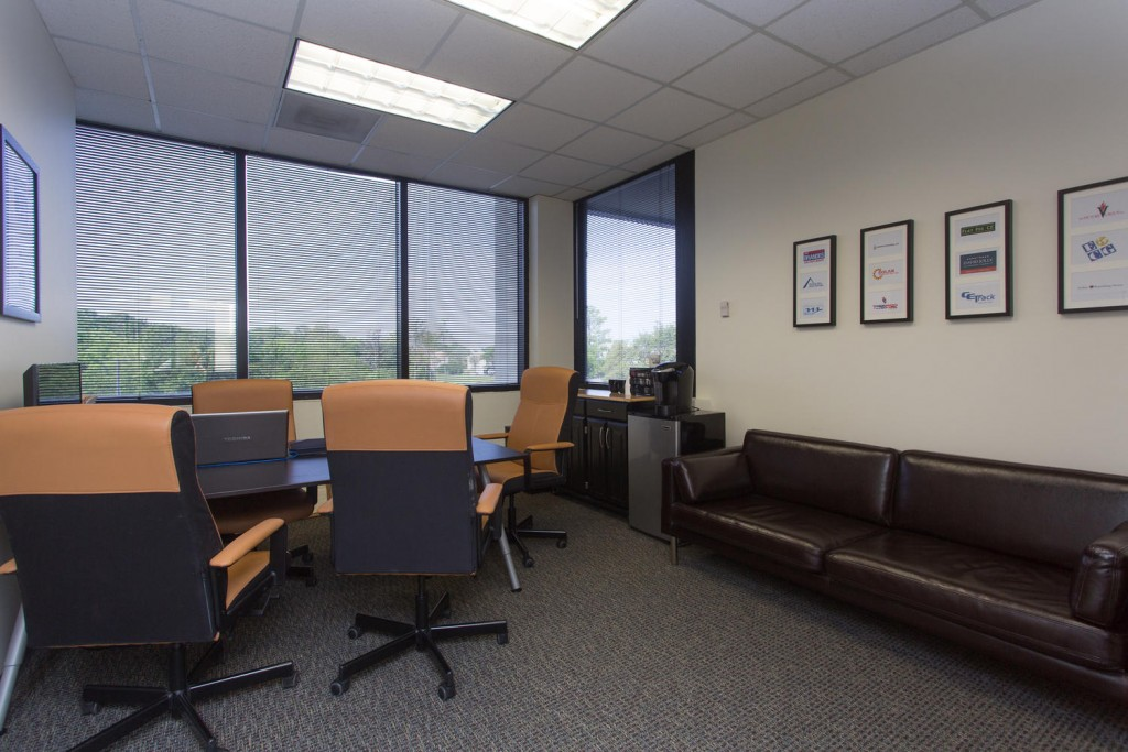 9800 4th St N Saint Petersburg-large-007-Office-1500x1000-72dpi